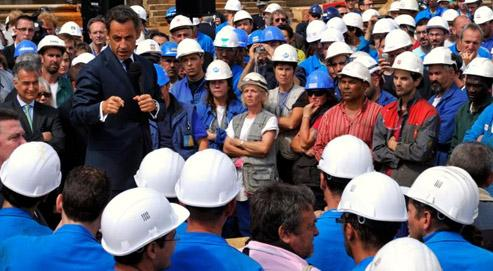 Nicolas Sarkozy, ce vendredi, devant les ouvriers des chantiers navals de Saint-Nazaire. (crédits photo : Reuters/Philippe Wojazer)