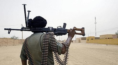 Un soldat malien en patrouille dans les rues de Kidal, en 2006, pendant le conflit touareg. Le Mali est aujourd'hui accusé de laxisme par ses voisins algériens et mauritaniens dans la lutte contre al-Qaida.