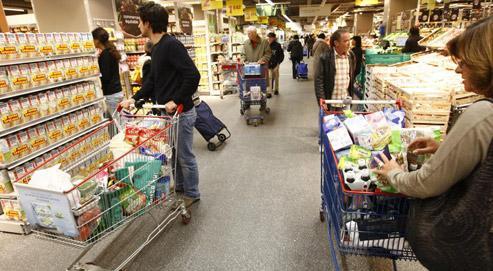 Hypermarché Carrefour. Les dépenses des Français ont progressé de 2,2%, alors que l'inflation sur les produits de grande consommation est nulle. (crédits photo François Bouchon/Le Figaro)