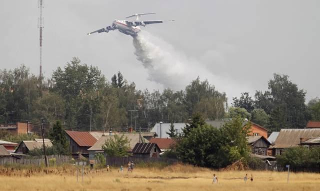 L'aide étrangère s'organise pour soutenir les efforts des pompiers russes.
