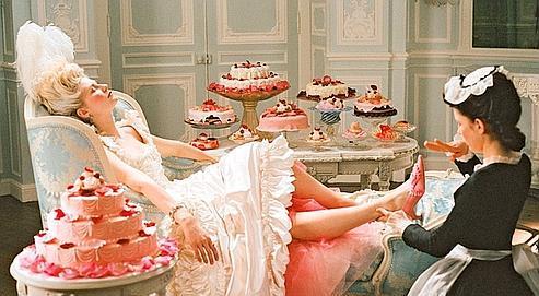 Kirsten Dunst dans le film de Sofia Coppola (2006) : l'actrice a du charme, mais c'est Versailles à la sauce Hollywood.