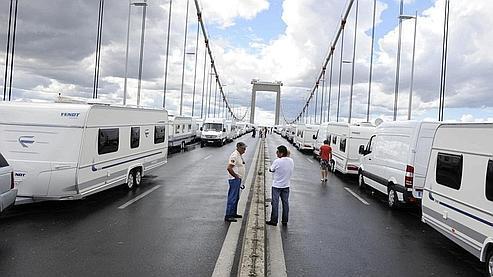 Le blocage du pont d'Aquitaine par quelque 250 caravanes, dimanche, a engendré plusieurs kilomètres d'embouteillages autour de Bordeaux.