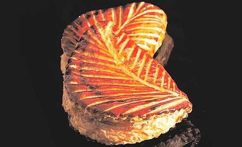 Le chausson aux pommes gagnant de notre palmarès : délicieusement doré, finement feuilleté et savoureusement garni de compote fraîche par Des Gâteaux & du Pain (XVe).