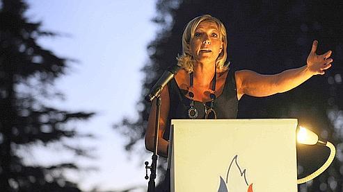 Marine Le Pen estime être dans une meilleure «dynamique» que Bruno Gollsnisch pour se présenter en 2012.