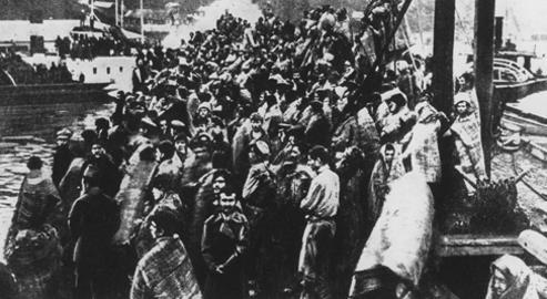 Lors de l'évacuation de Sébastopol le 14 novembre 1920 devant l'arrivée des troupes bolcheviques, 150 000 réfugiés, dont 6 000 blessés graves, se sont entassés sur une poignée de navires.