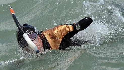 Sans bras ni jambes, il a traversé la Manche à la nage