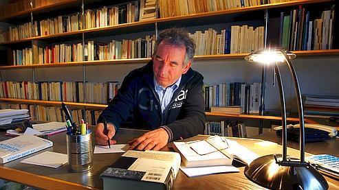 «On se met en ordre de bataille» pour 2012, confie François Bayrou au Figaro.