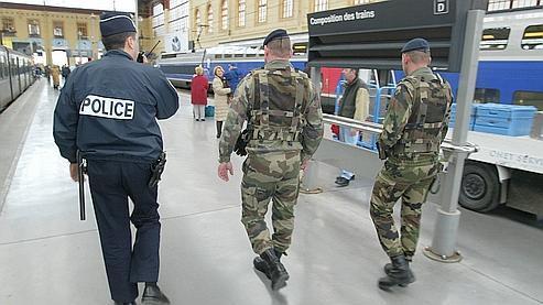 Une patrouille, gare de Marseille.