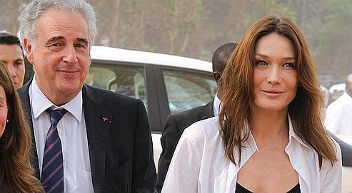 Carla Bruni-Sarkozy et Michel Kazatchkine au Bénin en janvier 2010.