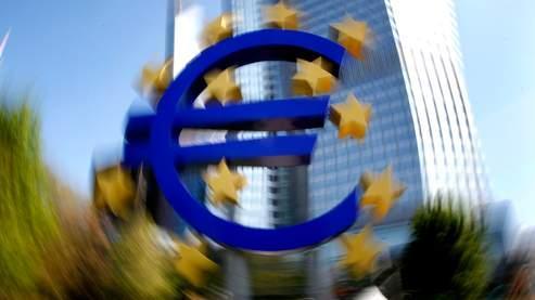 L'euro perd la bataille de la monnaie faible