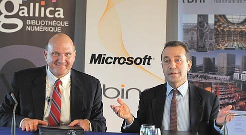 Steve Ballmer, PDG de Microsoft, et Bruno Racine, président de la BNF, hier à Paris.éric PIERMONT/AFP
