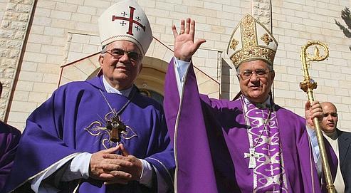 Mgr Fouad Toual, ici à droite, en décembre 2009.