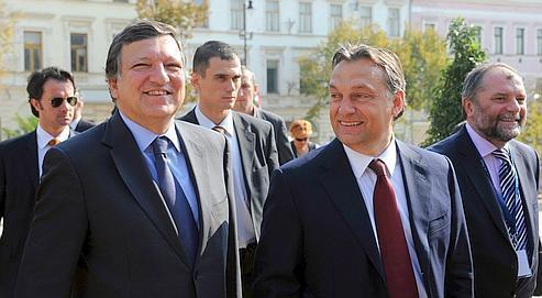 José Manuel Barroso, le président de la Commission européenne, et Viktor Orban, le premier ministre hongrois, mardi à Pecs.