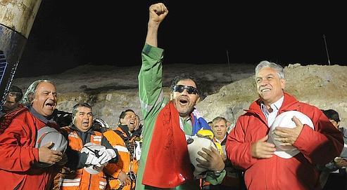Luis Urzua, le dernier mineur chilien évacué de la mine jeudi.
