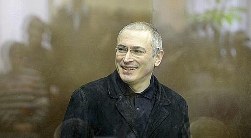 Mikhaïl Khodorkovski, l'ancien PDG du géant pétrolier Ioukos, est accusé d'avoir détourné 200millions de tonnes de pétrole entre1996 et2003.