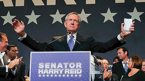 Harry Reid, chef de file du groupe démocrate au Sénat, a sauvé son siège de justesse, en faisant échec à Sharron Angle, du Tea Party, au terme d'une campagne acharnée dans le Nevada.