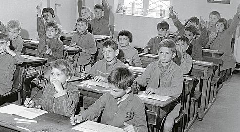 Une école primaire en 1961. La scolarité est obligatoire jusqu'à 16 ans depuis peu. Mais la moitié des Français n'a toujours qu'un seul diplôme: le certificat d'études. (Delius/Leemage)
