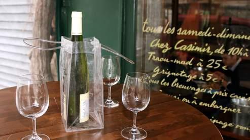 Le concept «Bring Your Own Bottle» (BYOB) permet aux clients d'apporter leur propre bouteille de vin au restaurant.