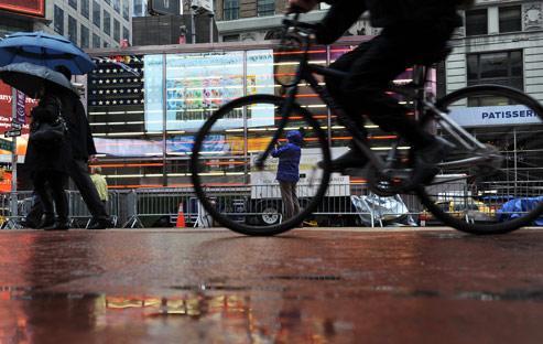 Les peuvent , depuis mardi, tourner à droite sans s'arrêter au feu rouge. (Illustration).AFP PHOTO/Stan Honda
