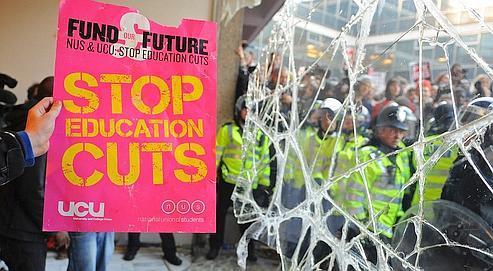 Le 10 novembre, les étudiants britanniques étaient très nombreux à manifester contre la hausse des frais d'inscription à l'université.