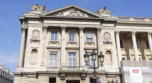 Le bâtiment, situé place de la Concorde, à Paris, se compose notamment d'une série de salons Napoléon III et d'une kyrielle de petits appartements XVIIIe.