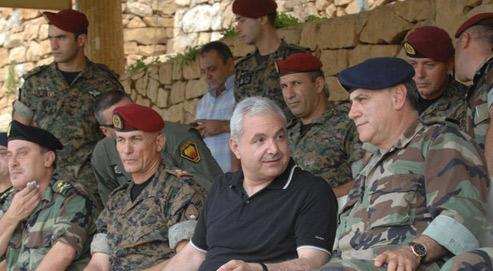 Selon des diplomates américains, Elias el-Murr, le ministre libanais de la Défense (ici en août dans la base de Rumieh), aurait prodigué des conseils indirects à Israël sur la manière d'agir en cas de nouvelle offensive militaire contre le Hezbollah. (Crédits photo: AFP)