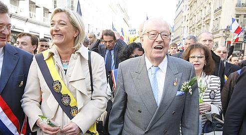 Jean-Marie Le Pen et sa fille Marine,lors du défilédu Front national le 1er mai dernier, à Paris.