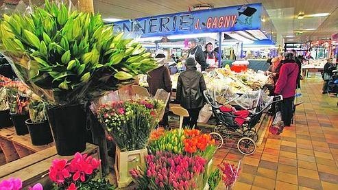 Le marché couvert de la Place Henri Barbusse.