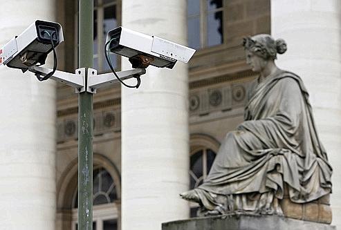 Vue d'une caméra de vidéosurveillance, prise le 5 juillet 2007 à Paris. Crédits photo: AFP.