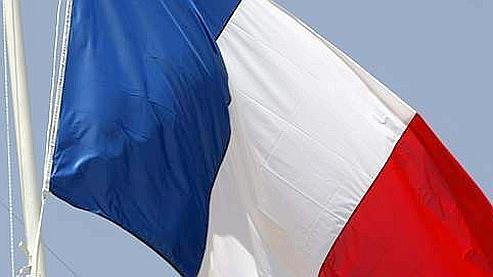 Porter atteinte au drapeau français, même en dehors d'une manifestation, peut faire l'objet d'une contravention de 5e classe.