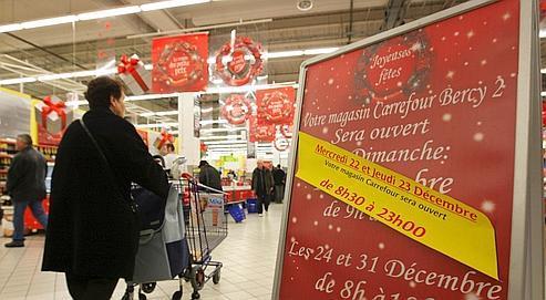 Quelque 70% des hypermarchés Carrefour (ci-dessus, jeudi à Bercy, en région parisienne) ont organisé des ouvertures nocturnes au dernier moment.