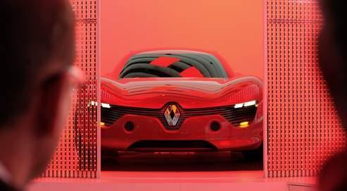 Présentation, en septembre dernier au Salon de l'automobile, de la DeZir de Renault, un modèle 100% électriqueau design spectaculaire.