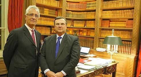 Me Jean Castelain, cette semaine dans son bureau parisien, au coté de Me Jean-Yves Leborgne (à gauche).