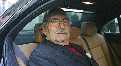 Fouad Mebazaa quittant l'Assemblée nationale, samedi à Tunis, après avoir été désigné président par intérim par la Cour constitutionnelle.