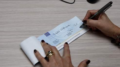 96% des Français possèdent un chéquier, tandis que 81% recourrent au virement bancaire et 56% détiennent une carte bancaire, selon une étude Ifop-Wincor.
