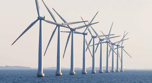 Avec retard par rapport au Danemark (notre photo) ou à la Grande-Bretagne, la France se lance à son tour dans la construction d'éoliennes en mer. (Crédits photo : Sipa)