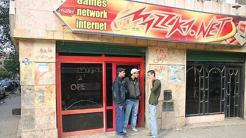 Les cybercafés égyptiens ne permettent plus de se connecter à Internet depuis hier au soir.