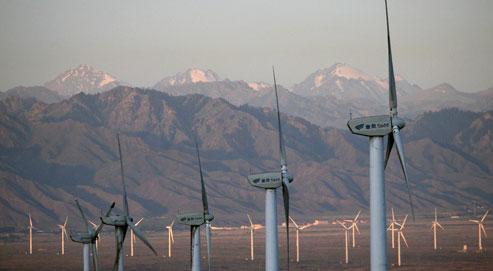 L'empire du Milieu a détrôné les États-Unis et héberge désormais le premier parc éolien de la planète, avec 42 gigawatts (GW), soit les deux tiers de la capacité du parc nucléaire français, contre 40GW pour les Américains, selon les chiffres communiqués ce mercredi par le Conseil mondial de l'énergie éolienne. (Crédits photo: Elizabeth Dalziel/AP)