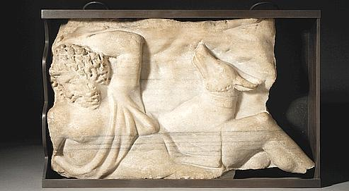 IIe siècle après J.-C. Marbre en relief, époque romaine.