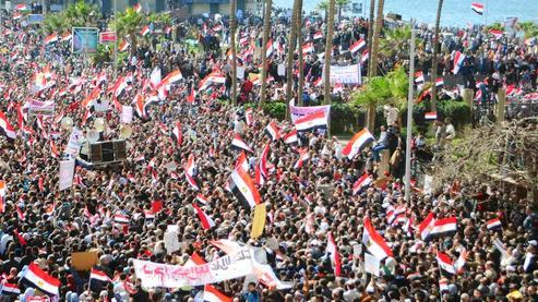 Des manifestants, le 10 février, place Tahrir.