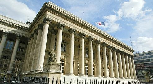 Le Palais Brongniart, à Paris. Alors que les investisseurs restent encore frileux envers la Bourse, les entreprises cherchent à s'attirer leurs faveurs et à fidéliser ceux qui leur ont fait confiance.