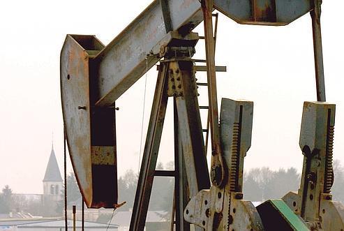 Près de Montargis, un puit de pétrole en cours d'exploitation. Plus le prix du baril grimpe, plus le pétrole français, coûteux à extraire, devient rentable.