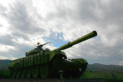 Un vieux char détruit pendant les années 1990, près d'Agdam. Crédits photo: REUTERS/David Mdzinarishvili