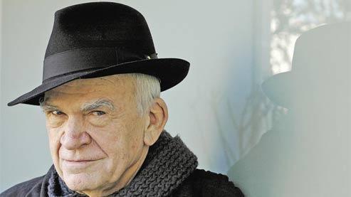 De rang mondial depuis le triomphe universel de L'Insoutenable Légèreté de l'être, le grand écrivain tchèque dès 1970 avait fait choix de Gallimard pour éditeur de référence, puis en 1975 de la France comme domicile définitif. (C. Helie/Gallimard)