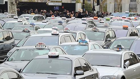 Des centaines de chauffeurs de taxi avaient manifesté début mars contre Easy Take.