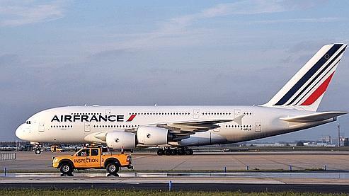 Air France, qui possède trois modèles d'Airbus A380 (ici à Orly en 2009) et neuf sont en commande.