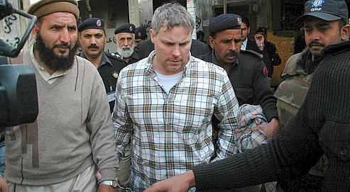 Raymond Davis est emmené au tribunal de Lahore, le 28 janvier dernier, au lendemain de son arrestation.