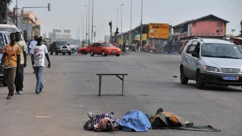 L'attaque à l'arme lourde a causé la mort de 25 à 30 personnes et a fait entre 40 et 60 blessés à Abobo.