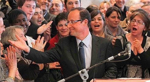Après plusieurs mois de campagne sur le terrain, François Hollande rejoint Ségolène Royal et Arnaud Montebourg dans l'arène des primaires.