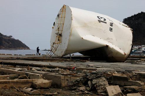 Décombres dans la ville d'Onagawa. (AP Photo/Vincent Yu)